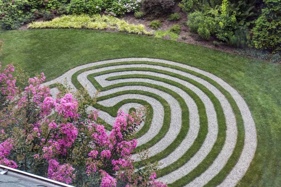 Лабиринт в саду